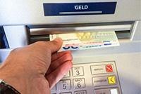 Bargeld am Geldautomaten ziehen